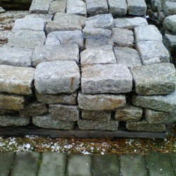 reclaimed-granite-pallet-curbing-cobblestone-pavers-antique-wholesale-direct